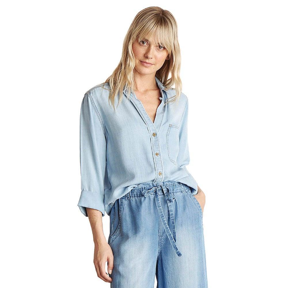 afc87a5e80dd4 Bella Dahl Women s Light Wash Shirt Tail Button Down Item   B2813-549-118