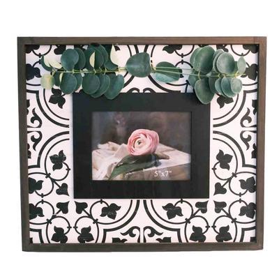 Black and White Wood Greenery Photo Frame